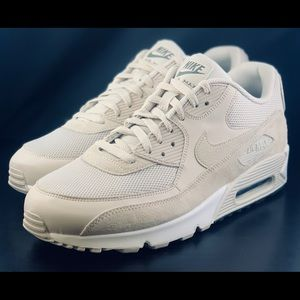 NEW Nike Air Max 90 Essential Running Shoes